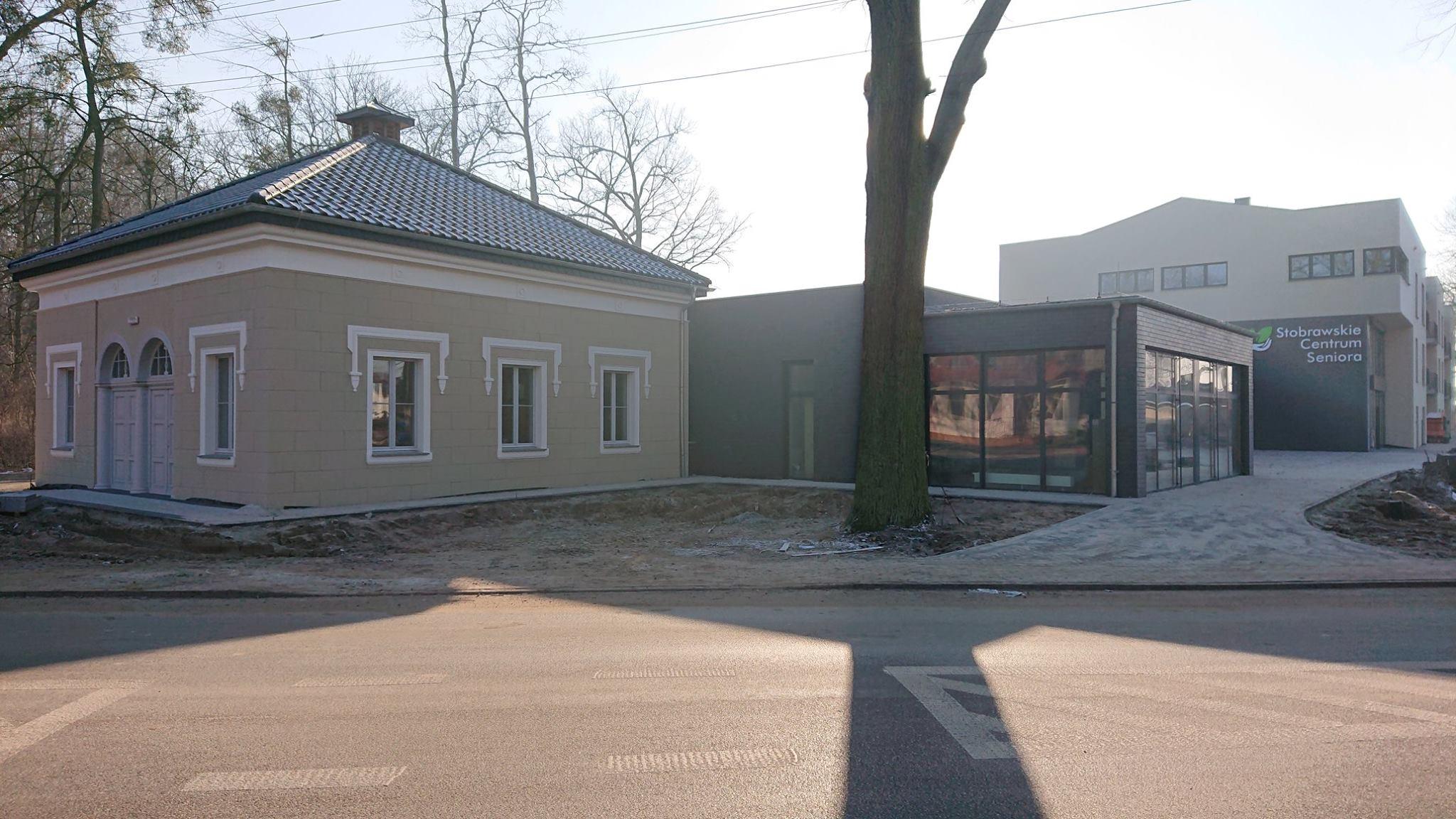 Stobrawskie Centrum Seniora- widok z zewnątrz.